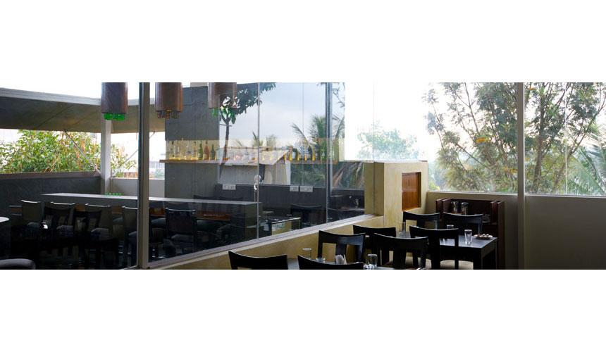 Kamat-and-Rozario-Architecture-Esko-Lounge-Design-7
