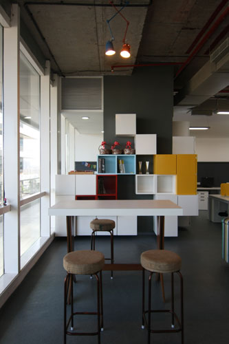 Kamat-and-Rozario-Architecture-8-bit-Office-Design-6