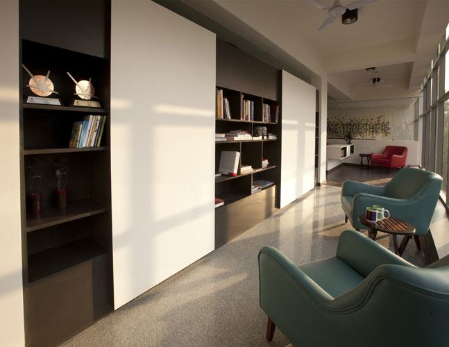 Kamat-and-Rozario-Architecture-White-Canvas-Office-Design-8