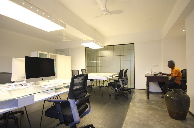 Kamat-and-Rozario-Architecture-Stirred-Creative-Office-Design-4