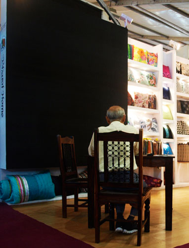 Kamat-and-Rozario-Architecture-B-Silks-Exhibition-Stall-Design-2